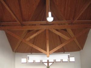 detail střešní konstrukce sálu modlitebny